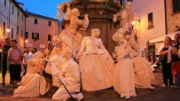 Baroque living statues