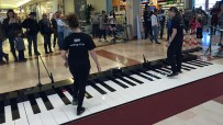Giant Piano (Big Piano)